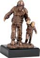 Feuerwehrmann mit Kind TRY-RFST2020 bronze