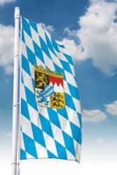 Bayernfahne mit Wappen (Raute)