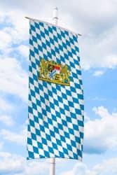 Bayern-Bannerfahne mit Löwen-Wappen (Raute)