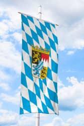Bayern-Bannerfahne mit Wappen (Raute)