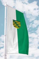 Sachsen-Fahne-Ausleger Hochformat mit Wappen