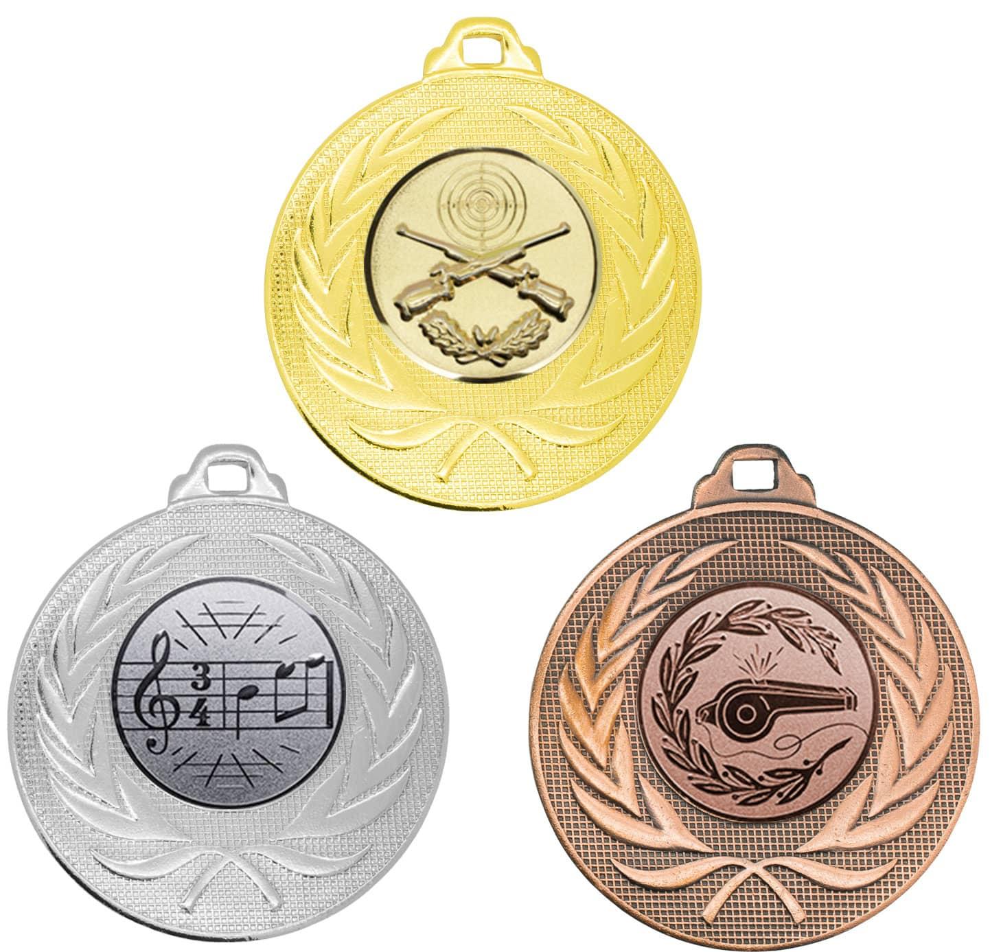 Pokale & Preise 50 Fußballmedaillen in Gold,Silber,Bronze mit Motiv Pokal+Ball 50 mm Durchmesser
