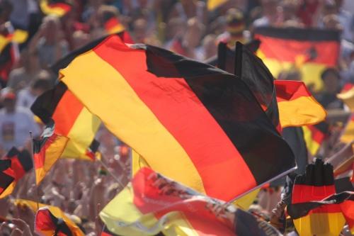 Deutschlandfahnen und Deutschlandflaggen kaufen für WM und EM