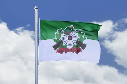 Schützenfahne mit Schützenlogo grün-weiß Hissfahne Quer - Flagge