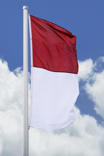 SALE: Hissfahne hoch rot-weiß in 150 x 500cm